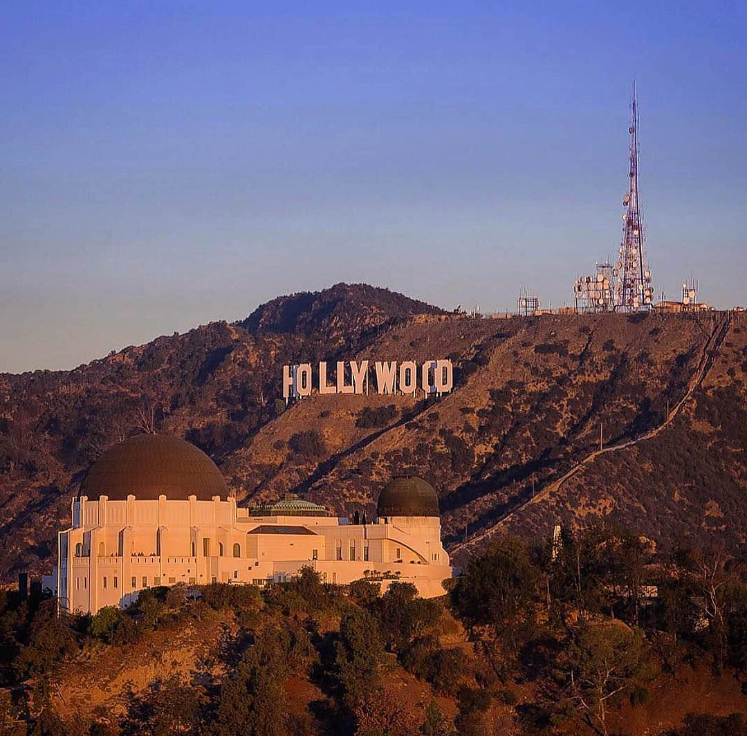 Griffith Observatory and the Hollywood Sign. Los Angeles Helicopter Tours.