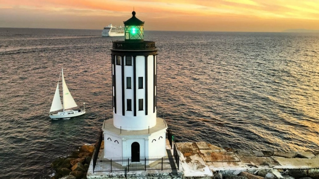 Angel's Gate lighthouse, San Pedro. Los Angeles Helicopter Tours.