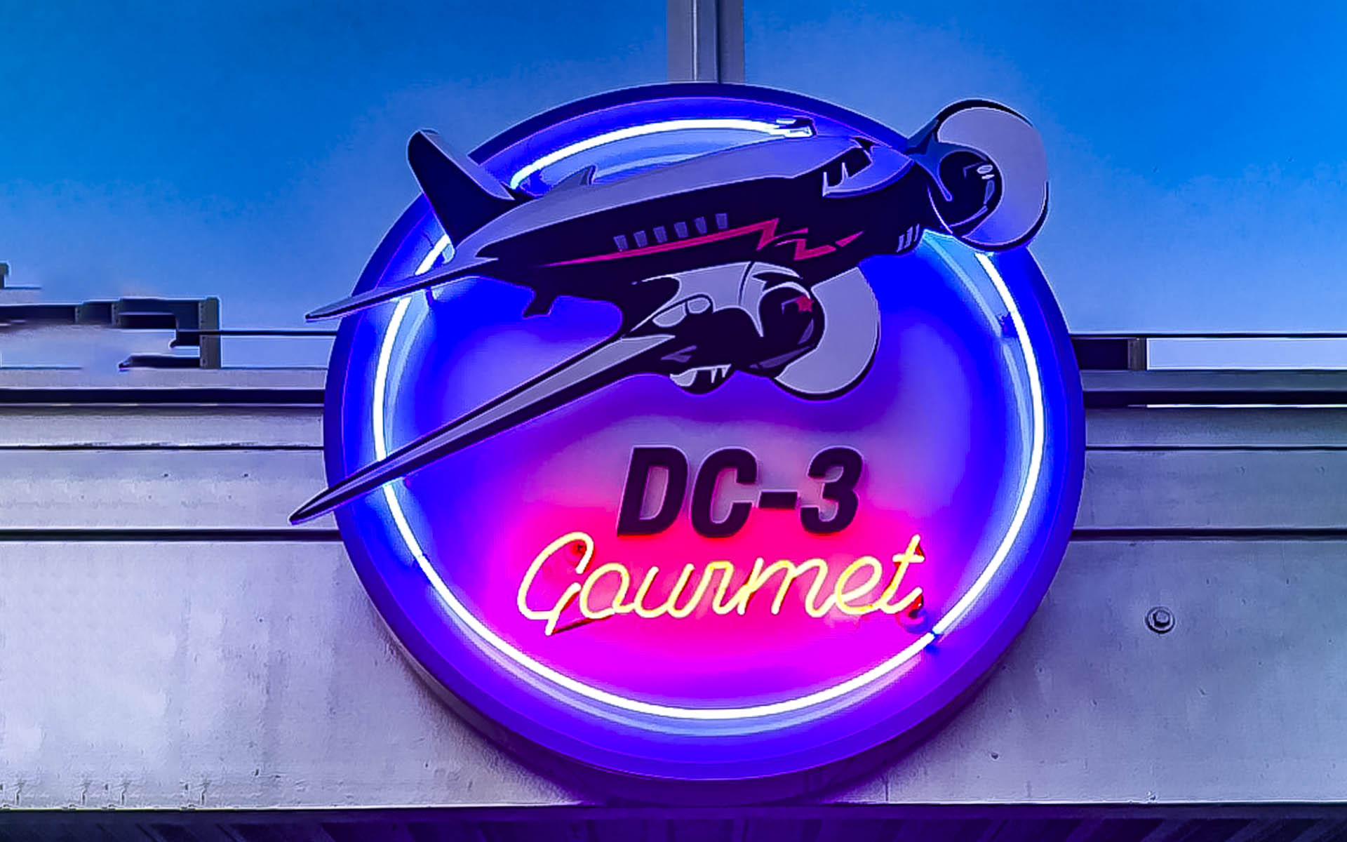 Neon sign about the DC3 Gourmet Restaurant